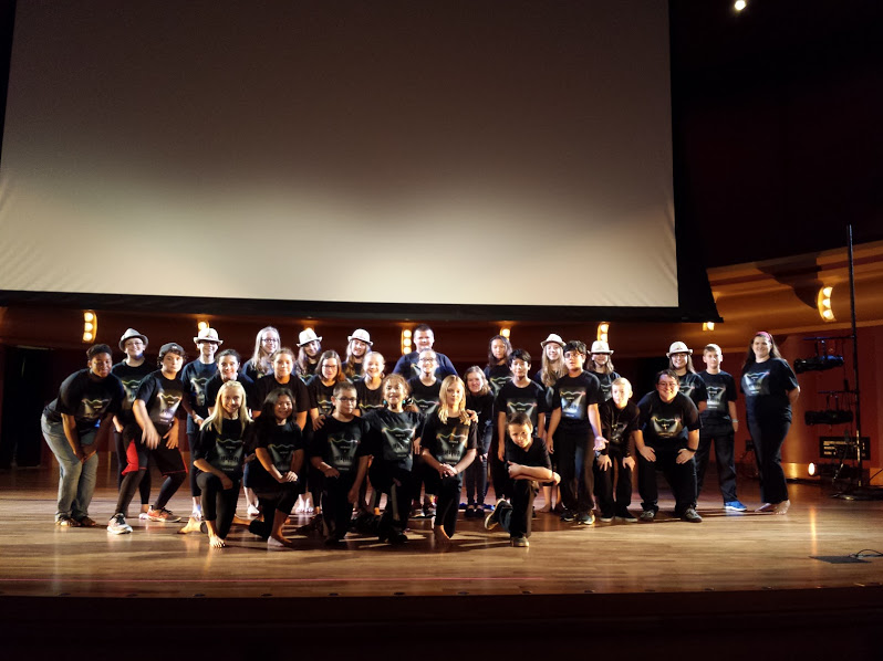 2015 cast on stage at De Bartolo Performing Arts Center